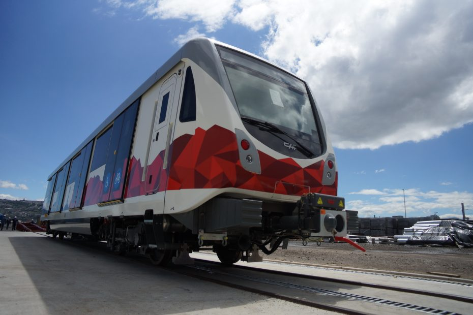 Vagón del décimo quinto tren de la flota del Metro de Quito.
