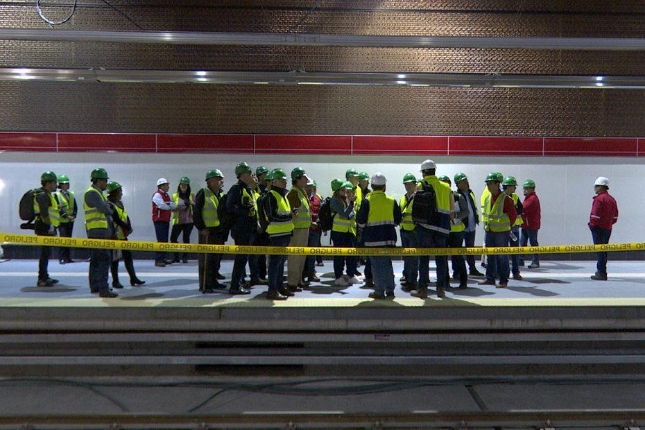 Visita operadores de Metro de Quito en estación