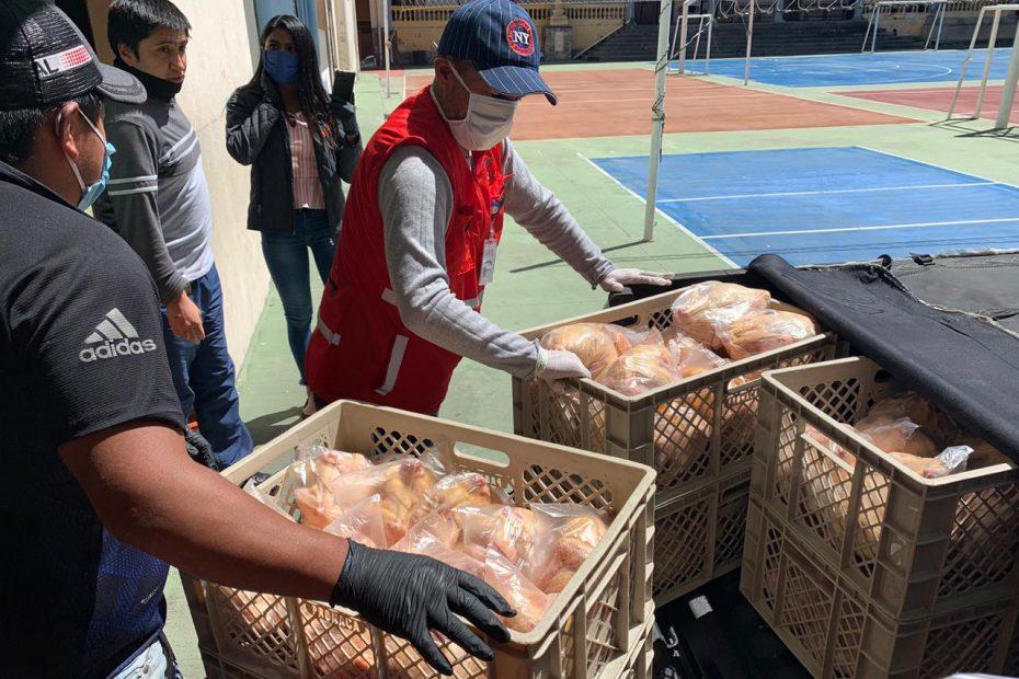 Entrega de donación de pollos a la Fundación Proyecto Salesiano, por medio del Patronato San José