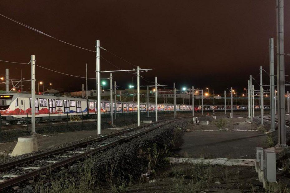 La madrugada del 18 de agosto, iniciaron las pruebas de movimiento de trenes del Metro de Quito con alimentación propia de energía eléctrica, por medio de la catenaria.