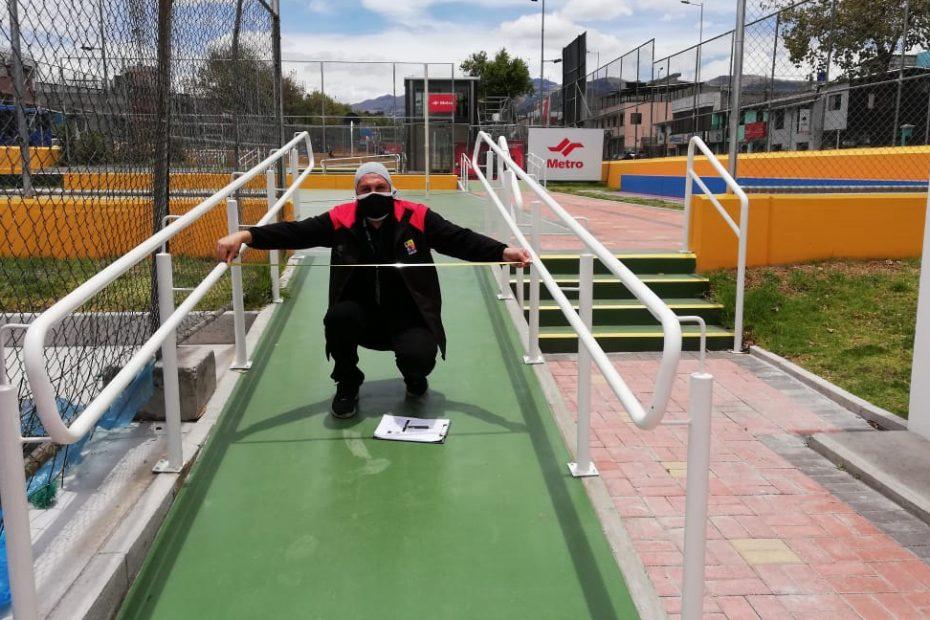 """""""El Metro es una obra ejemplar que no tiene barreras arquitectónicas"""", es el resultado de un recorrido conjunto del Metro de Quito con CONADIS en Estación Cardenal de la Torre."""