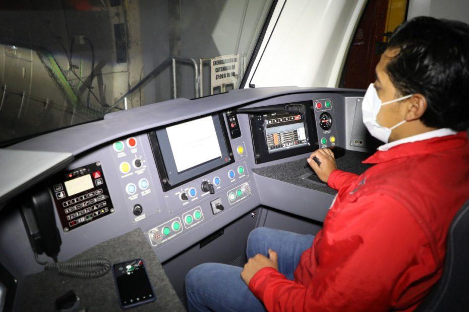 """""""¡Es oficial, hemos alcanzado los 100 kilómetros por hora"""", es el logro del Metro de Quito en la madrugada del viernes, 23 de octubre.."""