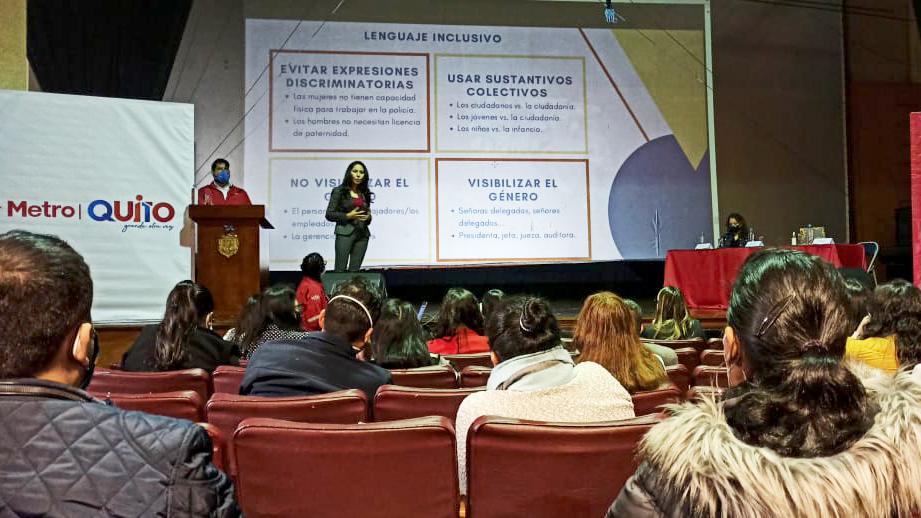 """El 8 de marzo el Metro de Quito organizó el conversatorio: """"8M: Integrando el enfoque de género al mundo de la movilidad""""."""