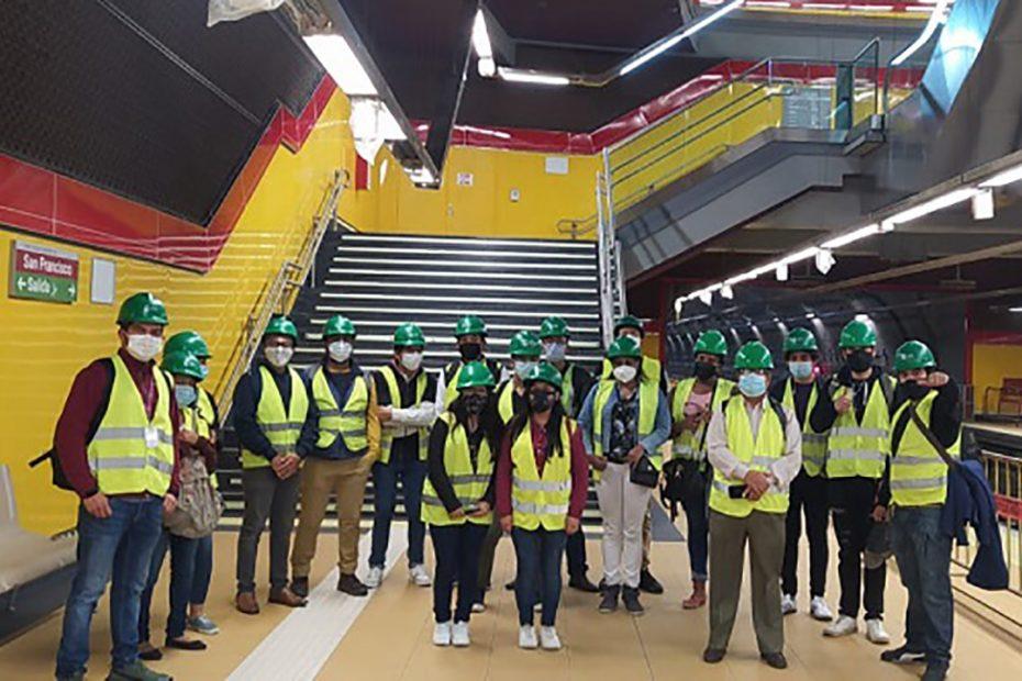 El 17 de junio, jóvenes líderes, lideresas y dirigentes de barrios de las parroquias de Calderón y Llano Chico visitaron el Metro de Quito.